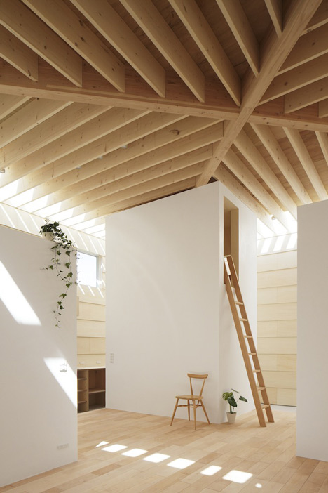 dezeen_Light-Walls-House-by-mA-style-architects_16