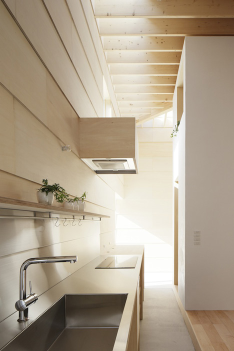 dezeen_Light-Walls-House-by-mA-style-architects_21