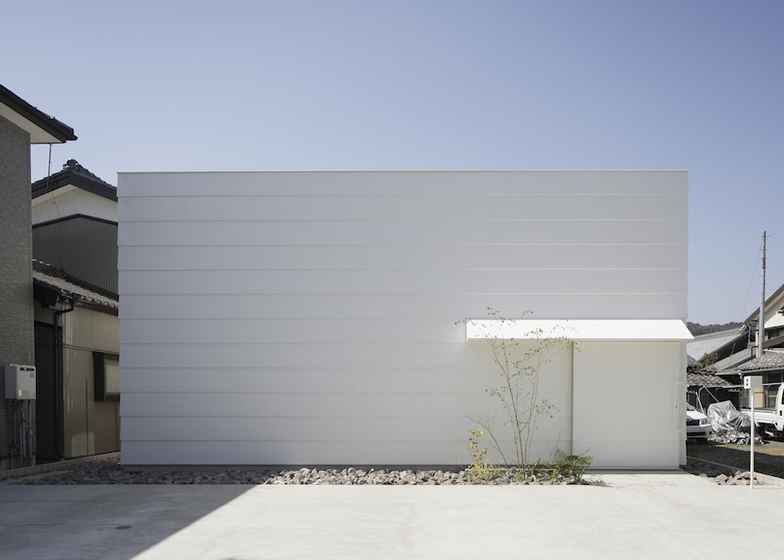 dezeen_Light-Walls-House-by-mA-style-architects_ss_2