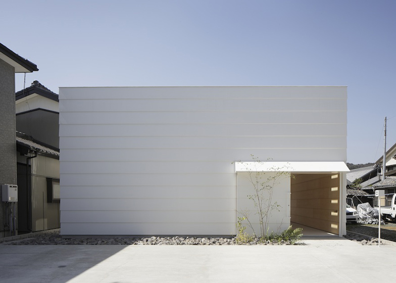 dezeen_Light-Walls-House-by-mA-style-architects_ss_3