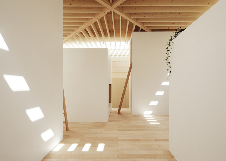 dezeen_Light-Walls-House-by-mA-style-architects_ss_4