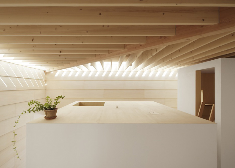 dezeen_Light-Walls-House-by-mA-style-architects_ss_9