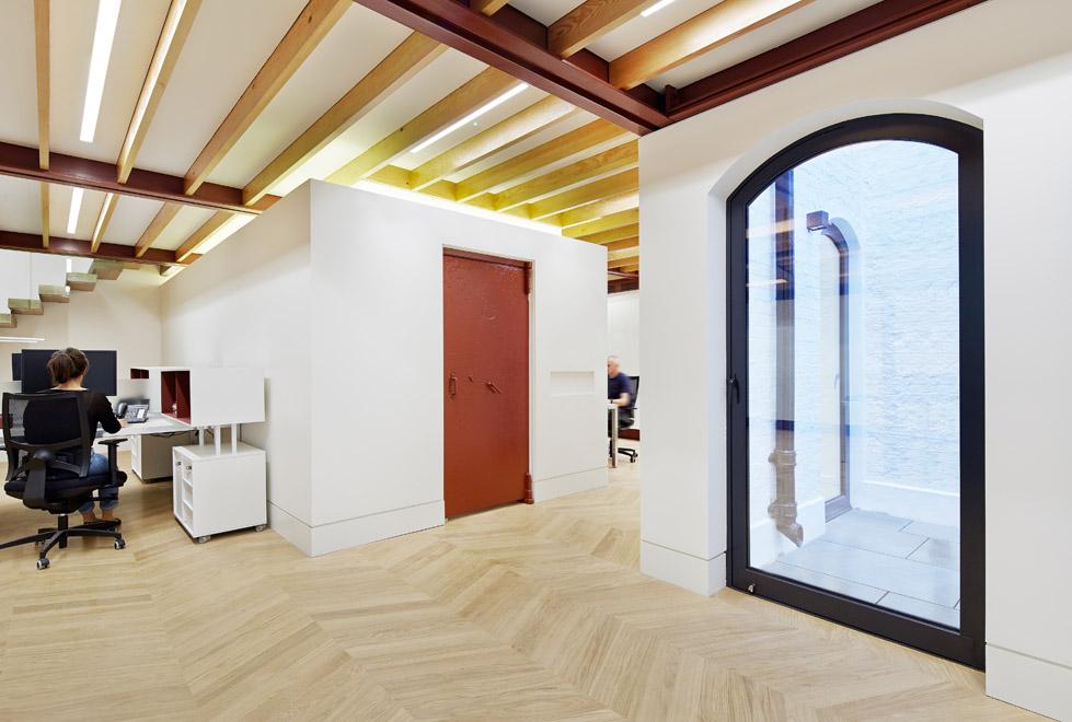 英国Emrys Architects为GMS置业公司改造 (4)