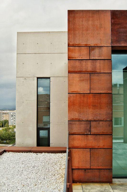 西班牙,阿拉瓦维多利亚,某办公楼  LH14 Arquitectos
